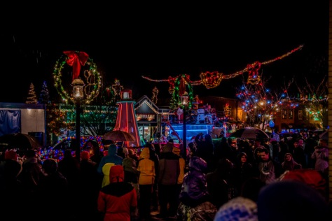 11-25-2-16-ladysmith-light-up-8